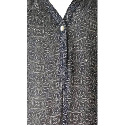 Camisa estampada azul marino y stras