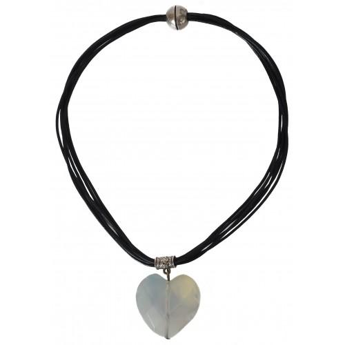 Collar cuero negro con corazón colgante