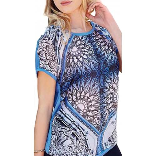Camiseta estampada y bordados de stras