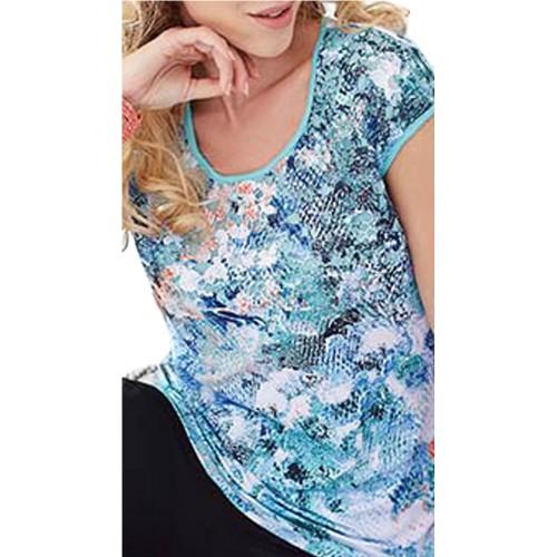 Camiseta estampada multicolor con bordados
