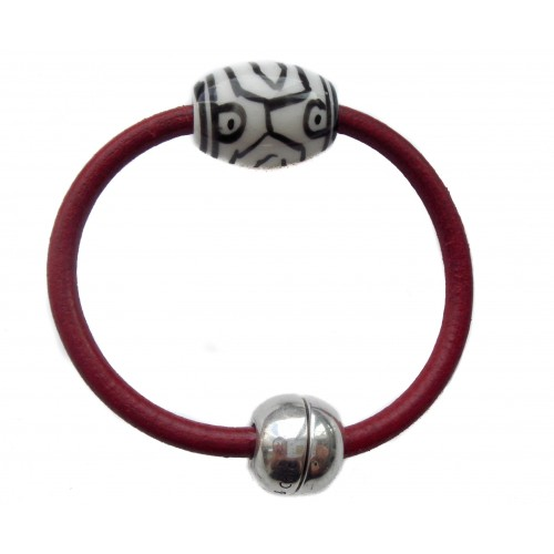 Bracelet in leather with white ceramic centerpiece