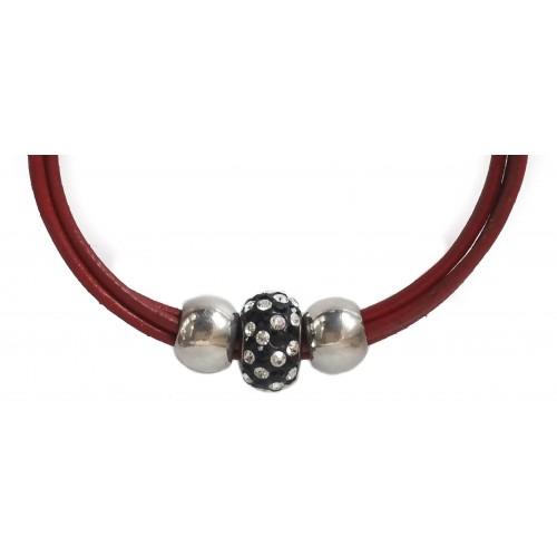 Pulsera central cristal negro con puntitos y cuero rojo con bolas laterales