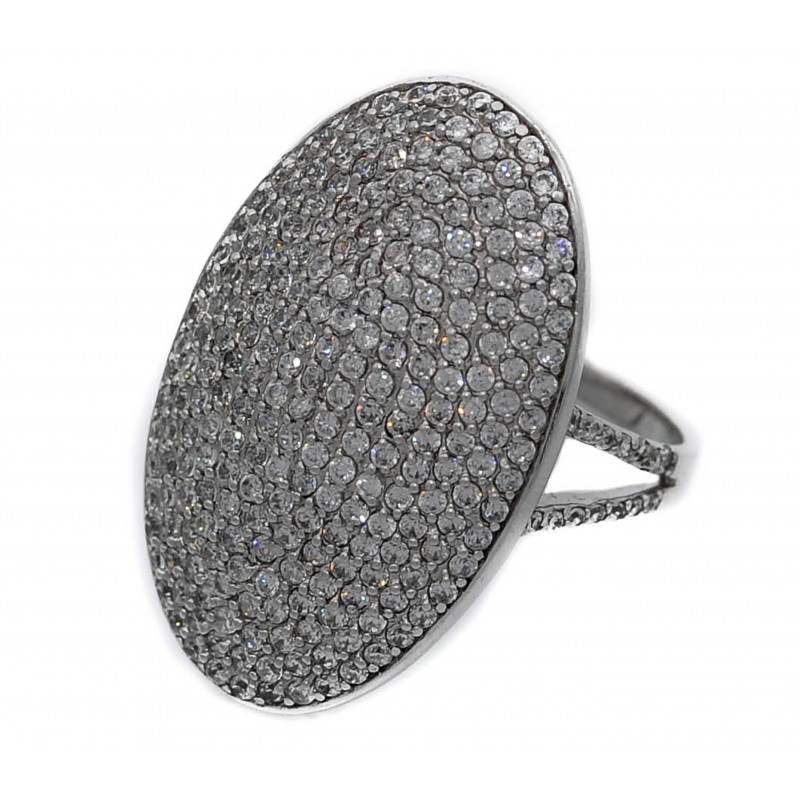 Ring in silver oval with zirconia pave