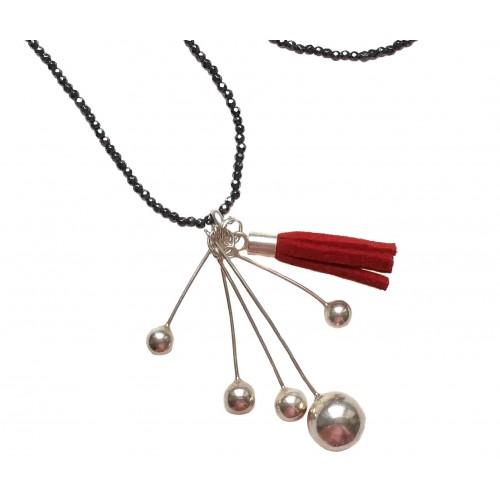 Collar hematite con colgante de bolas de plata y borla de flecos