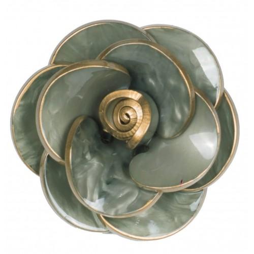 Broche camelia flor de resina ribeteada en dorado