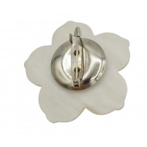 Broche flor de nácar con central lila