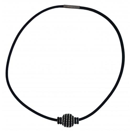 Gargantilla de cuero negro con central metálico negro