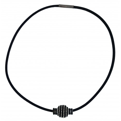 Choker in black leather and central metallic black piece