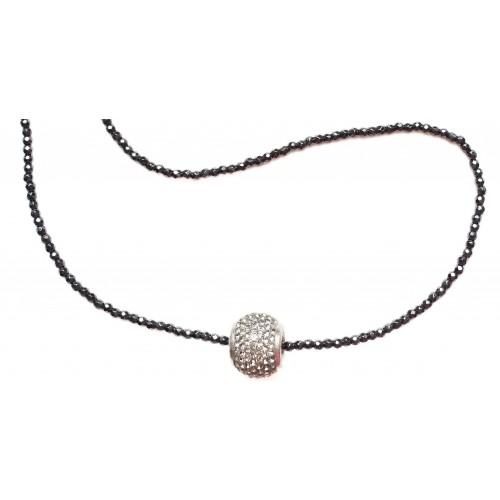 Collar de hematite negro con central de cristal gris