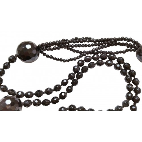 Necklace in faceted onyx combining sections of different sizes of stones