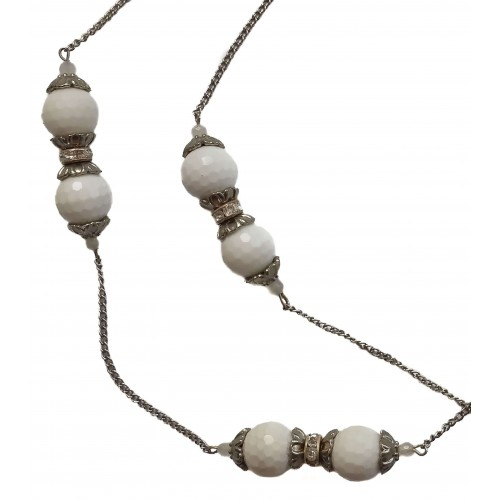 Necklace in white jade and metal chains