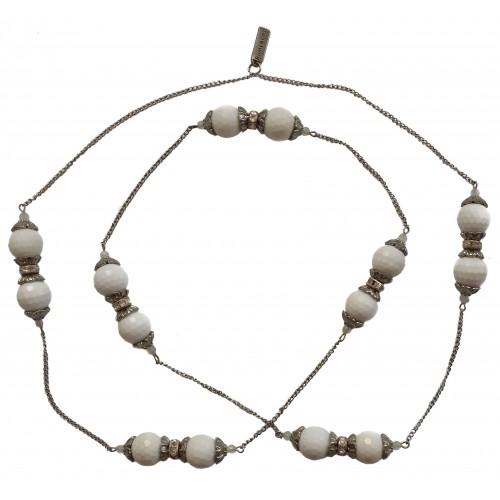 Collar de jade blanco facetado y cadenas de metal