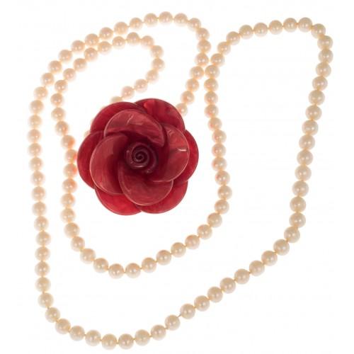 Collar largo de perlas de Rio y broche decorativo