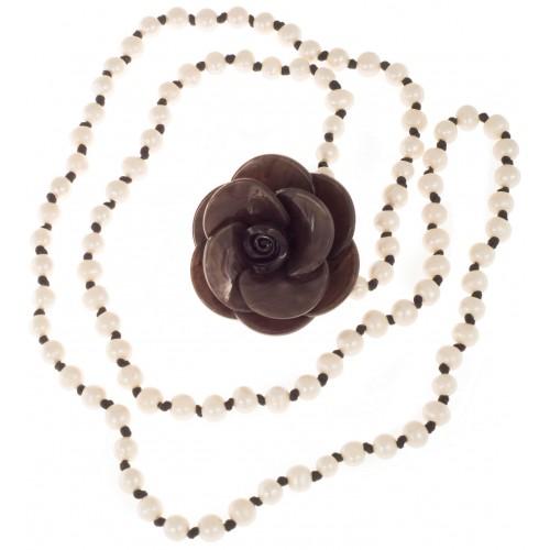 Collar largo de perlas de río e hilo de seda negro