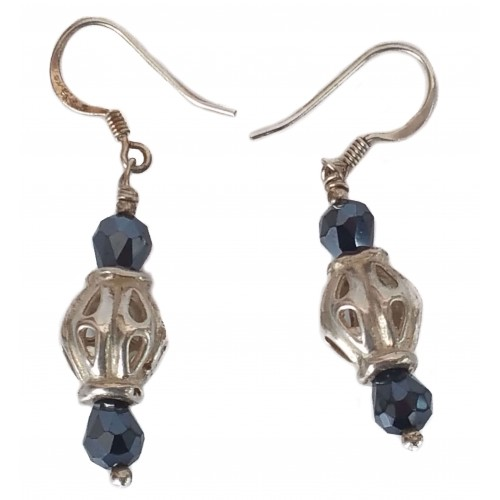 Silver earrings with barrel and gray crystal tupi
